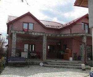 Casa +apartament+spatiu comercial de vanzare in  Rovine 2