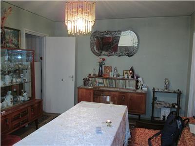 Apartament semidecomaandat in zona Institut