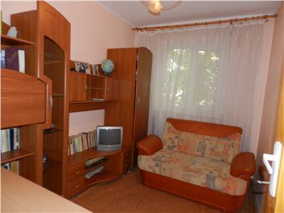 Apartament 3 camere semidecomandate