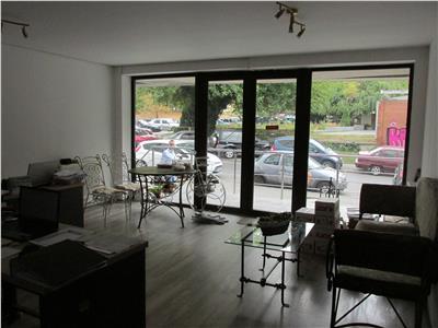 Spatiu de birouri situat la parter