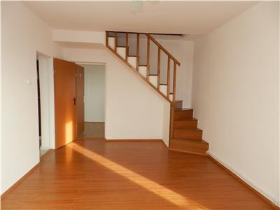 Apartament 3 camere la pret de 2, in zona Billa, etaj 3