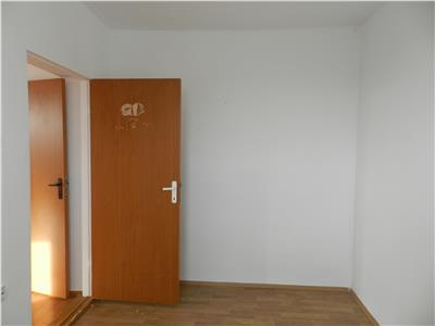 Apartament 2 camere  in zona Billa, etaj 3