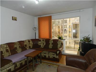 Apartament renovat, mobilat modern si utilat, dotat cu centrala si AC