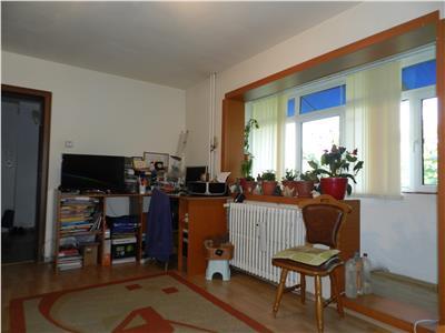 Apartament 4 camere decomandate cu 2 bai, modernizat