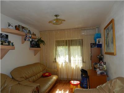 Apartament in Sarari modernizat, dotat cu centrala si AC