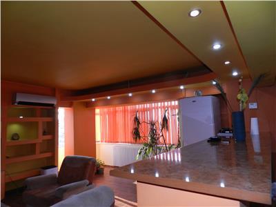 Apartament 3 camere renovat, dotat cu centrala si AC, zona Mall