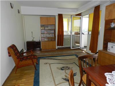 Apartament la Km0 cu 4 camere situat pe 2 nivele, cu scara interioara,