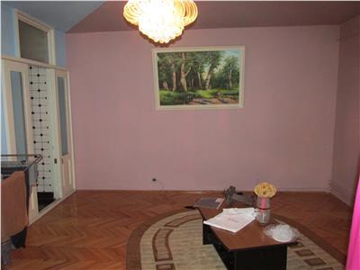 Apartament cu 4 camere decomandat -Billa