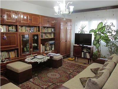 Apartament decomandat cu 3 camere