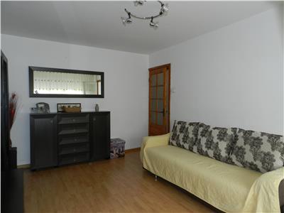 Apartament 3 decomandate cu centrala proprie in 1 Mai