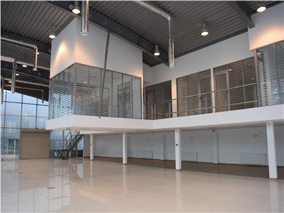 Spatiu comercial/birouri de 700 mp