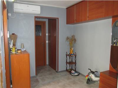 Apartament decomandat cu 2 camere situat in Sarari