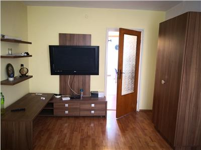Apartament decomandat cu 3 camere in Rovine - Posta