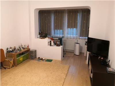Apartament decomandat cu 3 camere et.1