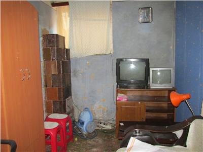 Apartament cu 1 camera la demisol in casa centrala