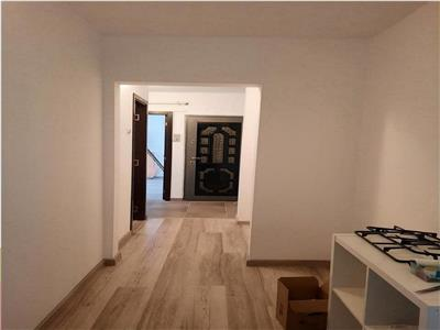 Apartament 3 camere de inchiriat zona Consul