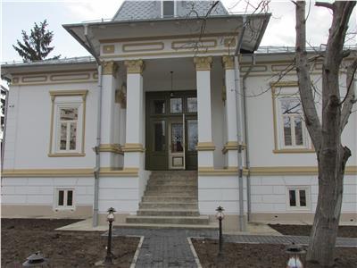 Casa de vanzare in zona centrala- pretabila spatiu birouri/comercial