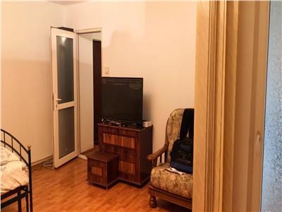 Apartament decomandat cu 2 amere in zona Sara